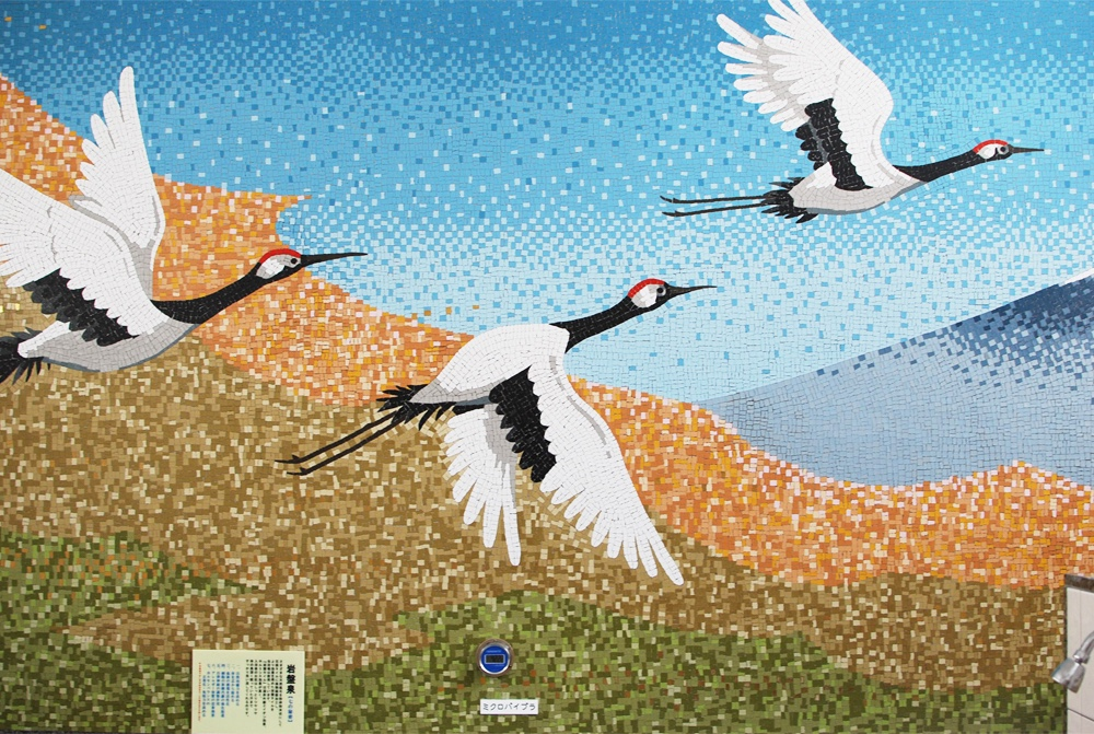 Ichinoyu, cranes on the wall