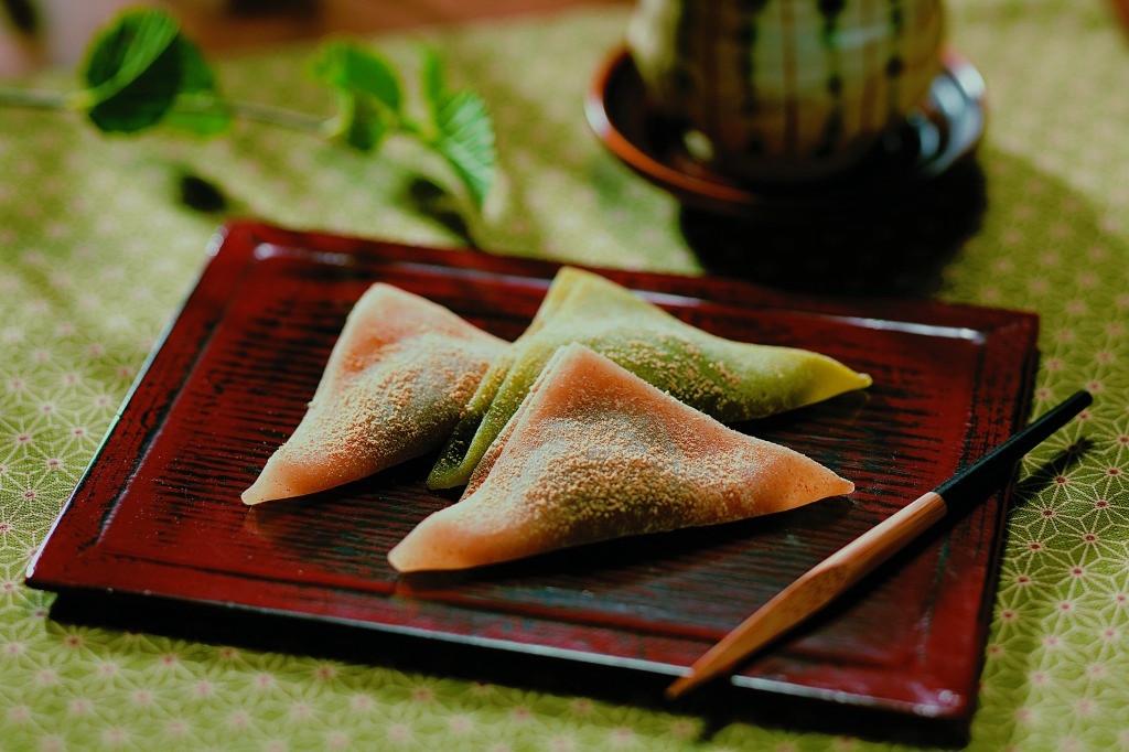 yatsuhashi on the plate