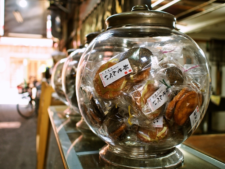 Miyako Senbei, Rice Crackers in a round glass jar