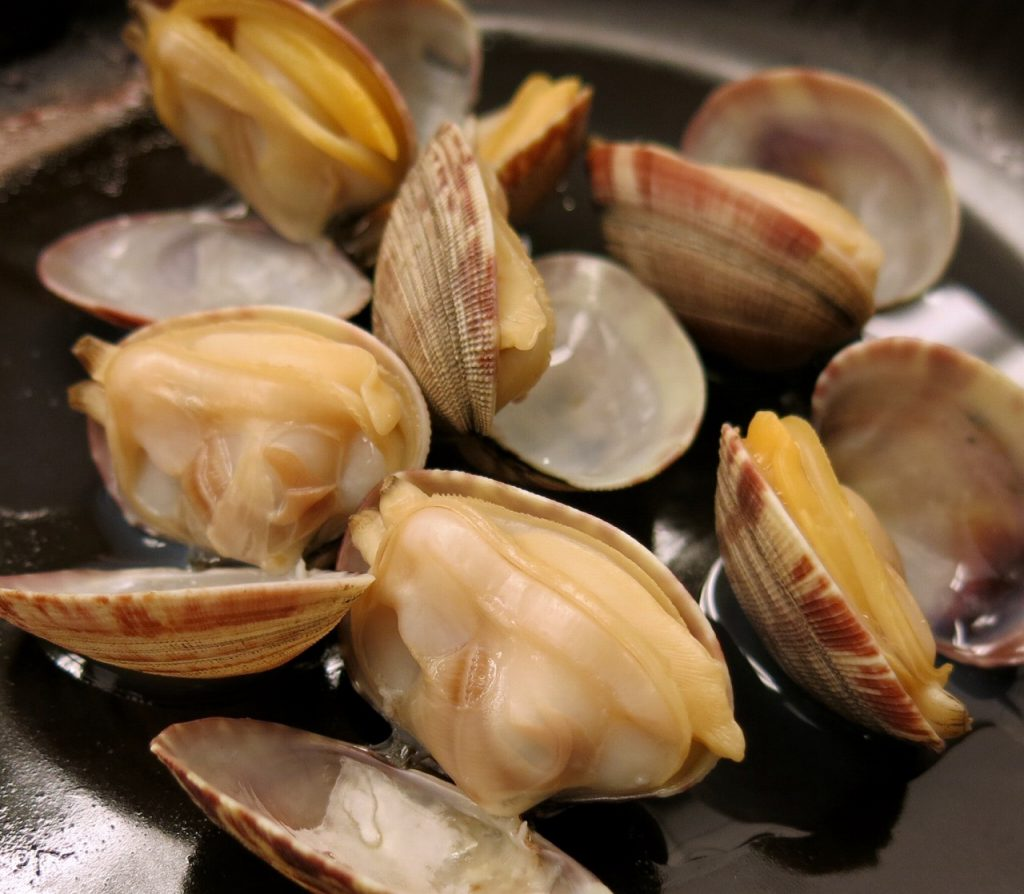 Clams steamed with rice wine