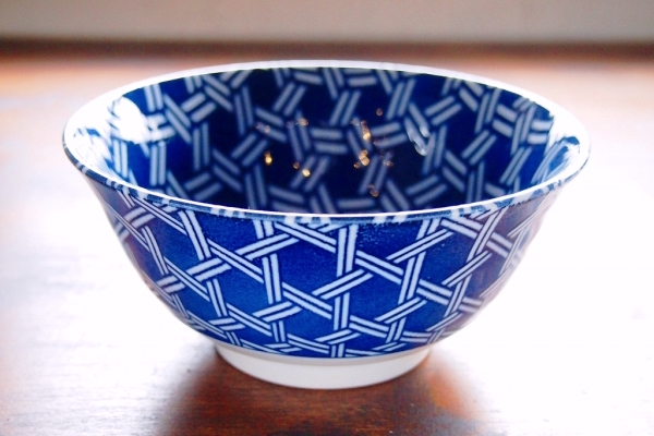 Kagome (wickerwork) pattern on a rice bowl