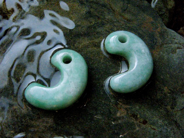 Magatama made of jade