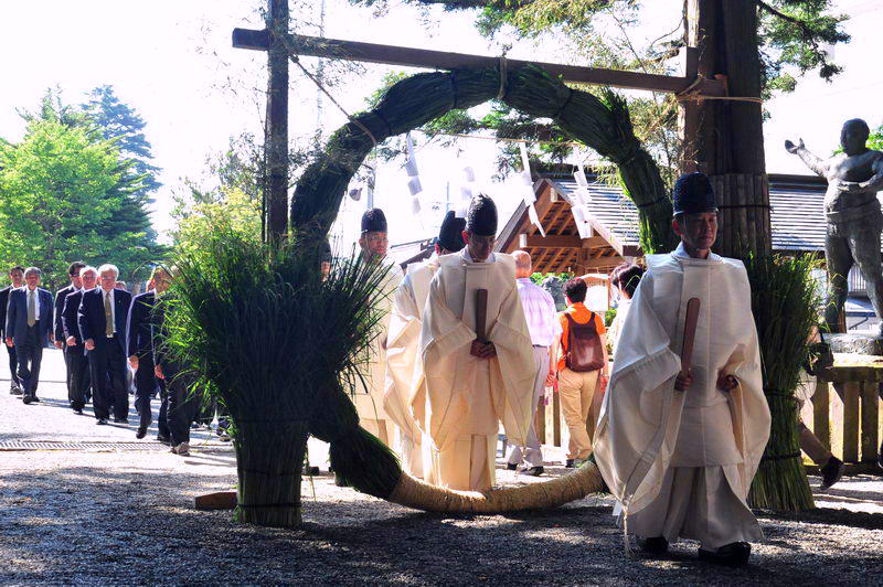 "Shinto ritual, Summer purification: Nagoshi-no-Harae - ""Chinowa-Kuguri"" go through a huge ring made of miscanthus is believed to purify the accumulated impurity for the first half a year"