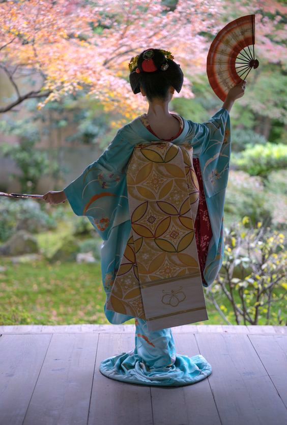 A Maiko dances with fans