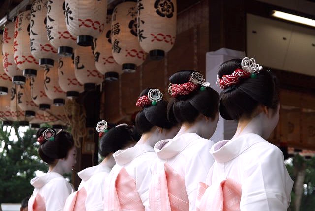 Maiko Hairstyle - Katsuyama