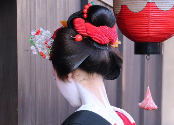 Maiko Hairstyle - Yakko-shimada with red obi