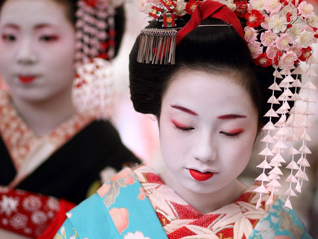 Maiko Makeup, notice only the lower lip is red which indicates her a fresh Maiko of about a year experience in the geisha community (kimonogeisha.com)