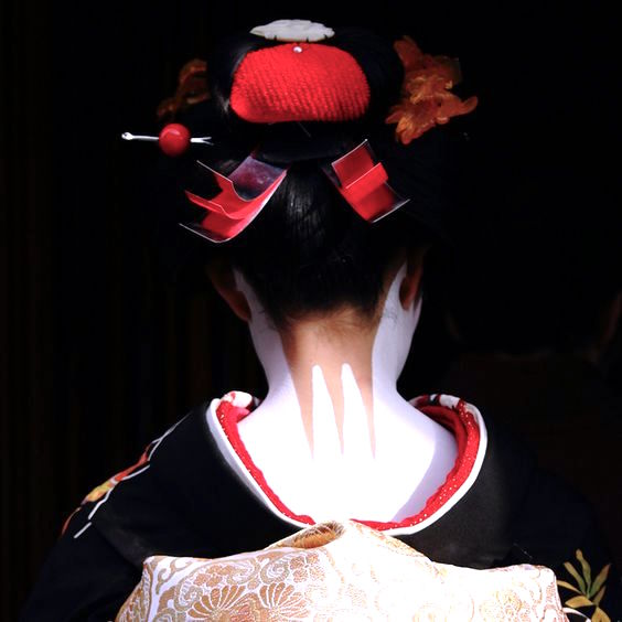 Maiko Makeup on the Nape