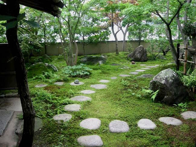 Stepping stones in a moss, Roji - Tea Garden