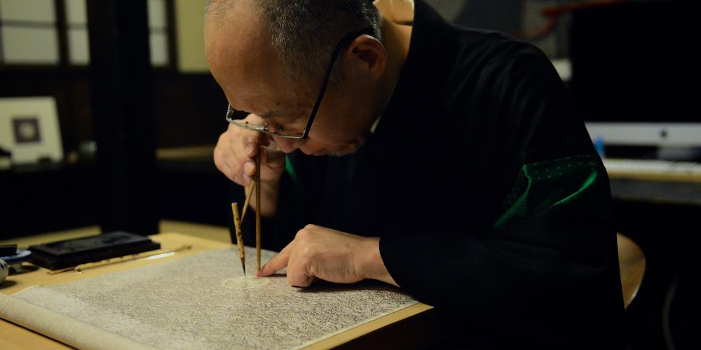 Hatoba Shoryu works on the crest