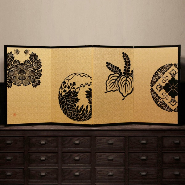 Monbyobu, Japanese family crests folding screen