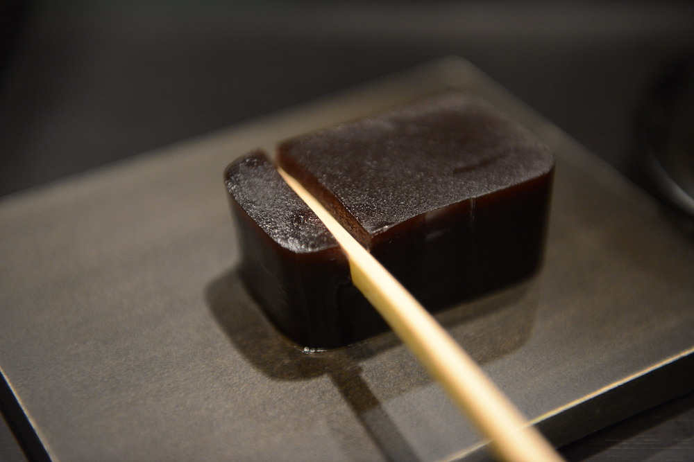 Toraya, Yokan being sliced